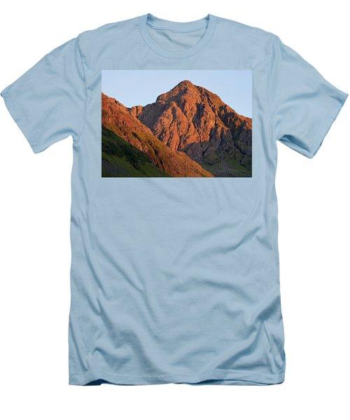 The Evening Light Hits Bidean Niam Ban Men's T-Shirt (Athletic Fit)