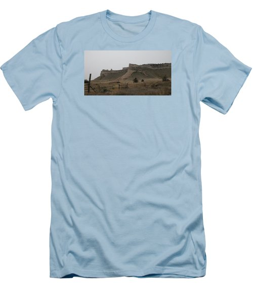 The Oregon Trail Scotts Bluff Nebraska Men's T-Shirt (Slim Fit)