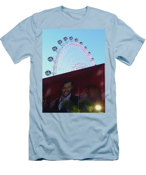 Men's T-Shirt (Slim Fit) featuring the photograph The Orlando Eye by Chris Mercer