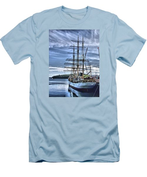 The Picton Castle Docked In Lunenburg Men's T-Shirt (Athletic Fit)