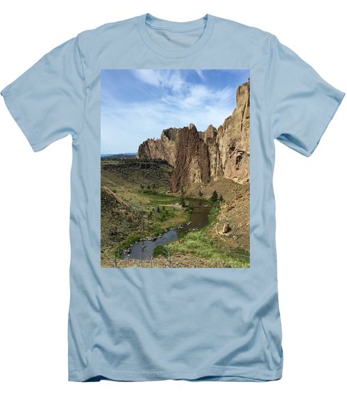 Towering Smith Rocks Men's T-Shirt (Athletic Fit)