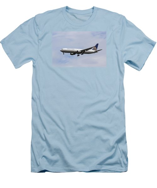 United Airlines Boeing 767 Men's T-Shirt (Athletic Fit)
