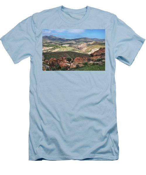 Vasquez Rocks Park Men's T-Shirt (Slim Fit) by Kyle Hanson