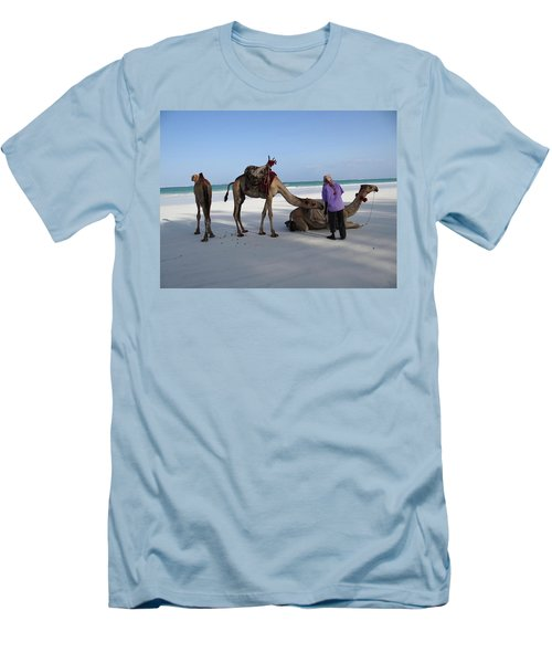 Wedding Camels In The Waiting ... Men's T-Shirt (Athletic Fit)