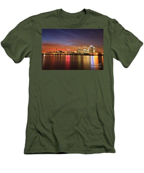 Canary Wharf 2 Men's T-Shirt (Athletic Fit)