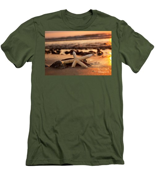 Starfish On The Beach At Sunset Men's T-Shirt (Athletic Fit)