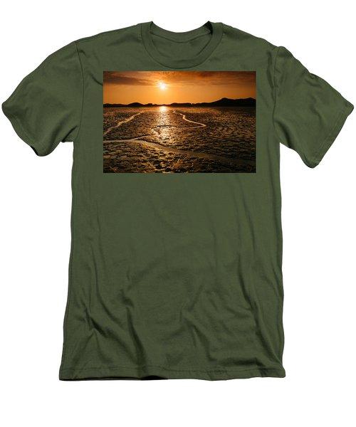 Alien Planet? Men's T-Shirt (Athletic Fit)
