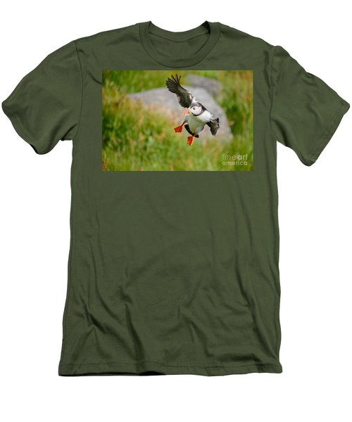 Atlantic Puffin, Incoming.... Men's T-Shirt (Athletic Fit)