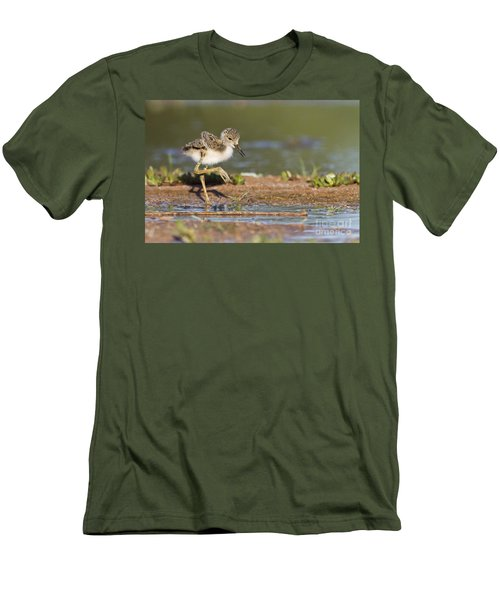 Baby Black-necked Stilt Exploring Men's T-Shirt (Athletic Fit)