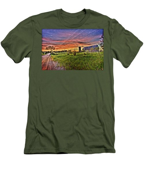Barn Finds Men's T-Shirt (Athletic Fit)