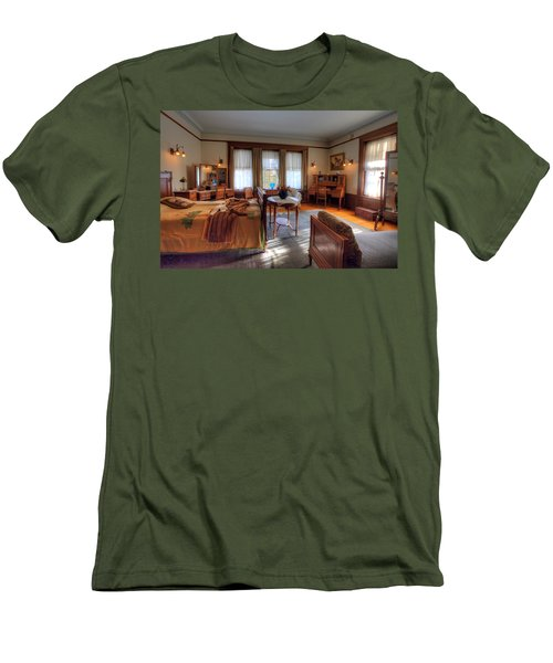 Bedroom Glensheen Mansion Duluth Men's T-Shirt (Athletic Fit)