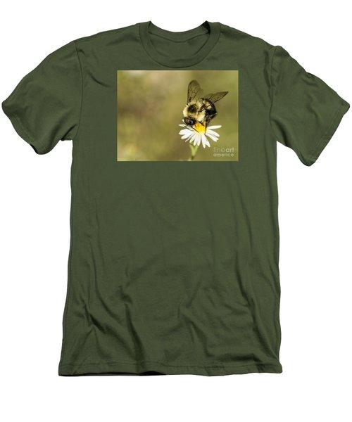 Bumble Bee Macro Men's T-Shirt (Athletic Fit)