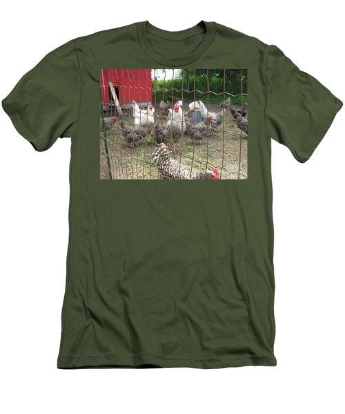 Chicken Coop. Men's T-Shirt (Slim Fit)