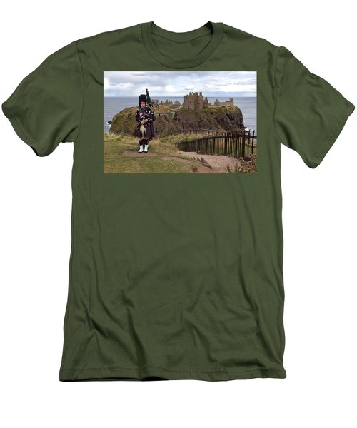 Dunnottar Piper Men's T-Shirt (Athletic Fit)