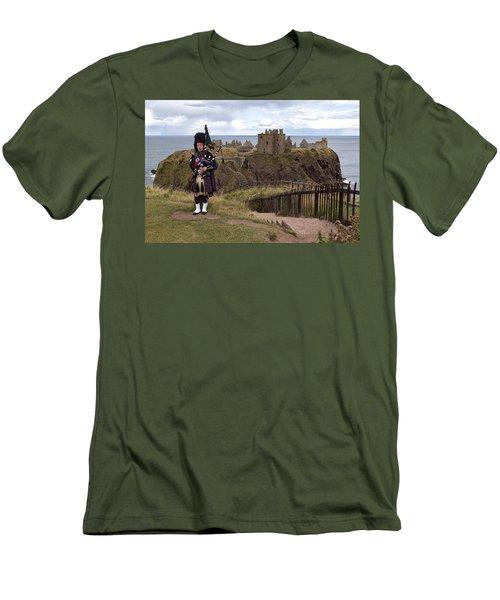 Dunnottar Piper Men's T-Shirt (Slim Fit) by Eunice Gibb