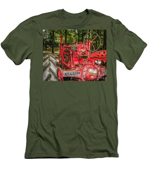 Flash On Farmall Men's T-Shirt (Athletic Fit)