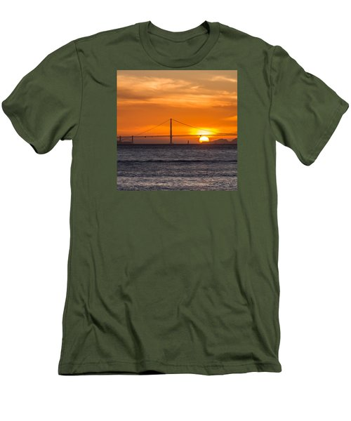Golden Gate - Last Light Of Day Men's T-Shirt (Athletic Fit)