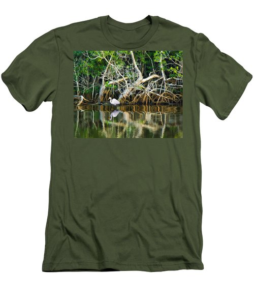 Great White Egret And Reflection In Swamp Mangroves Men's T-Shirt (Slim Fit)