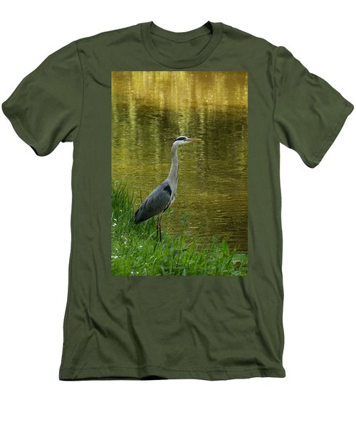 Heron Statue Men's T-Shirt (Athletic Fit)
