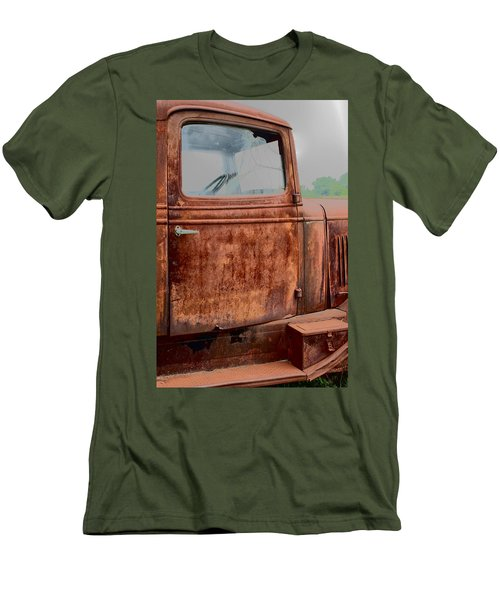 Men's T-Shirt (Slim Fit) featuring the photograph Hop In by Lynn Sprowl