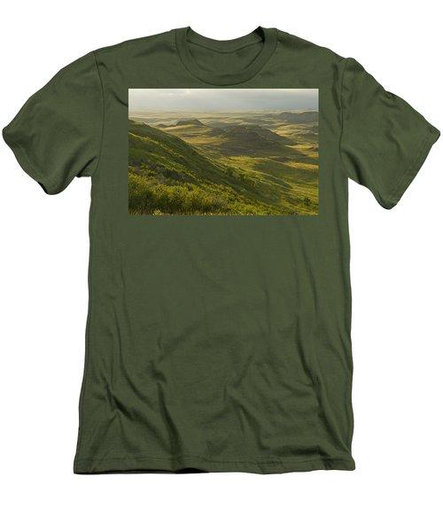Killdeer Badlands In East Block Of Men's T-Shirt (Athletic Fit)