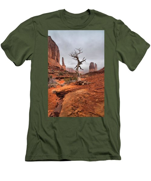 King's Tree Men's T-Shirt (Athletic Fit)