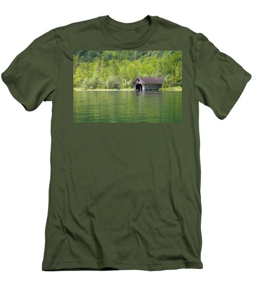 Konigsee Boathouse Men's T-Shirt (Athletic Fit)
