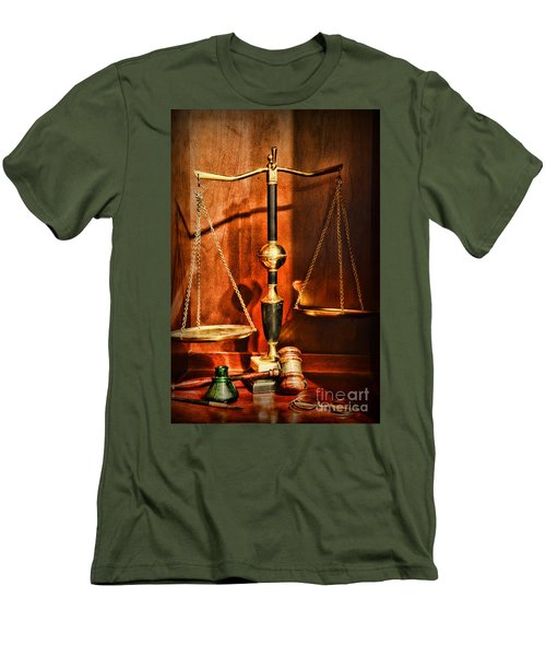 Lawyer - Scales Of Justice Men's T-Shirt (Athletic Fit)