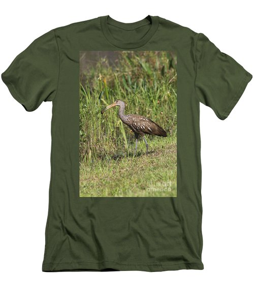 Limpkin With Apple Snail Men's T-Shirt (Slim Fit) by Christiane Schulze Art And Photography
