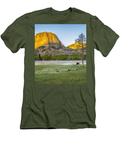 Lone Buffalo Yellowstone National Park Men's T-Shirt (Athletic Fit)