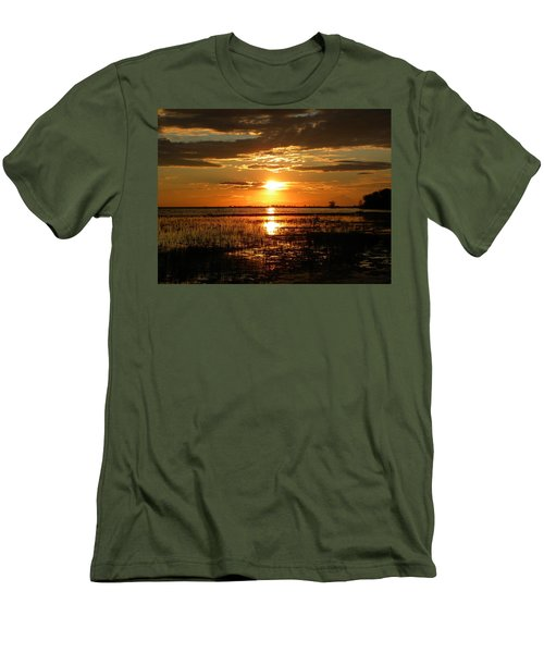Manitoba Sunset Men's T-Shirt (Athletic Fit)