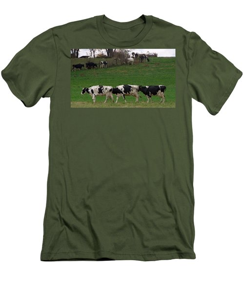Moo Train Men's T-Shirt (Athletic Fit)