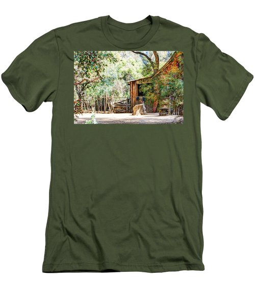 Old Farm Building Men's T-Shirt (Athletic Fit)