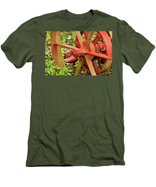 Old Farm Tractor Wheel Men's T-Shirt (Athletic Fit)