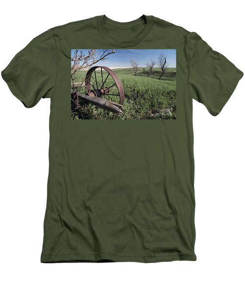 Old Farm Wagon Men's T-Shirt (Athletic Fit)