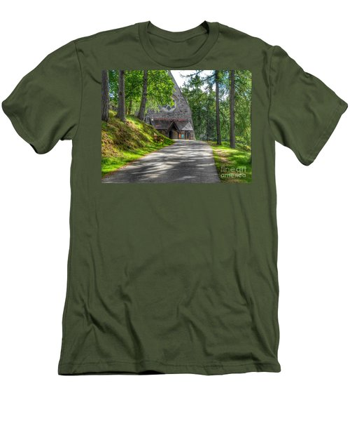 Pathway To Crathie Church Men's T-Shirt (Athletic Fit)