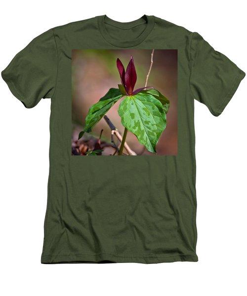 Red Trillium Men's T-Shirt (Slim Fit) by Melinda Fawver