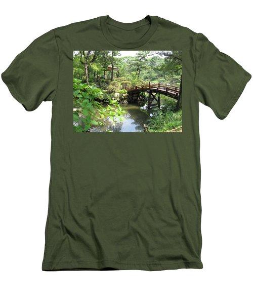 Shukkeien Bridge Men's T-Shirt (Athletic Fit)