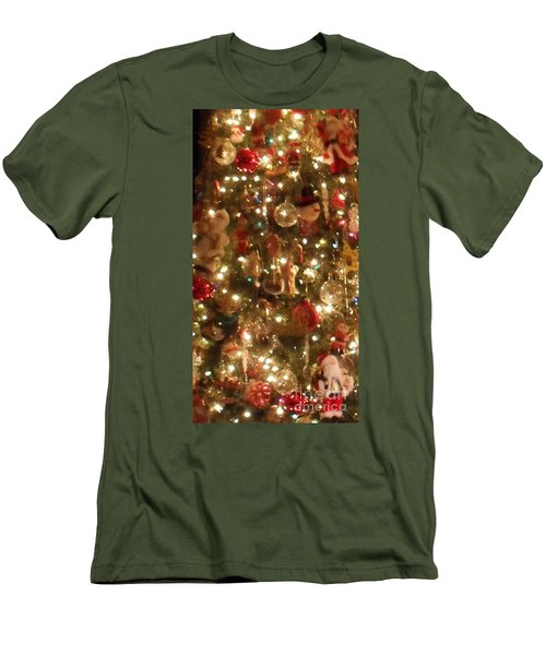 Men's T-Shirt (Athletic Fit) featuring the photograph Simply Santa by Laurie L