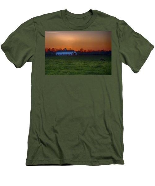 Walmac Farm Ky  Men's T-Shirt (Athletic Fit)
