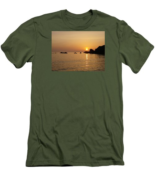 Sunset Crooklets Beach Bude Cornwall Men's T-Shirt (Slim Fit) by Richard Brookes