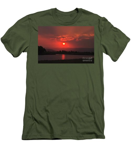 Sunset Over Hope Island Men's T-Shirt (Athletic Fit)