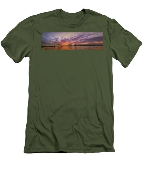 The Forth Rail Bridge Men's T-Shirt (Slim Fit)