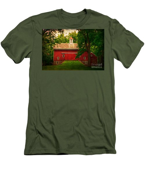 Tinicum Barn In Summer Men's T-Shirt (Athletic Fit)