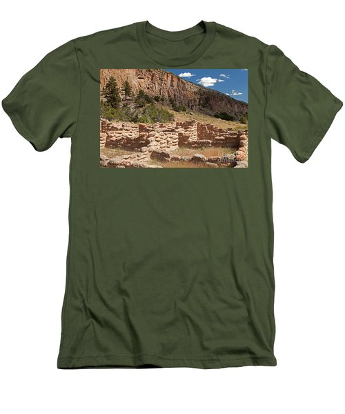 Tyuonyi Bandelier National Monument Men's T-Shirt (Athletic Fit)