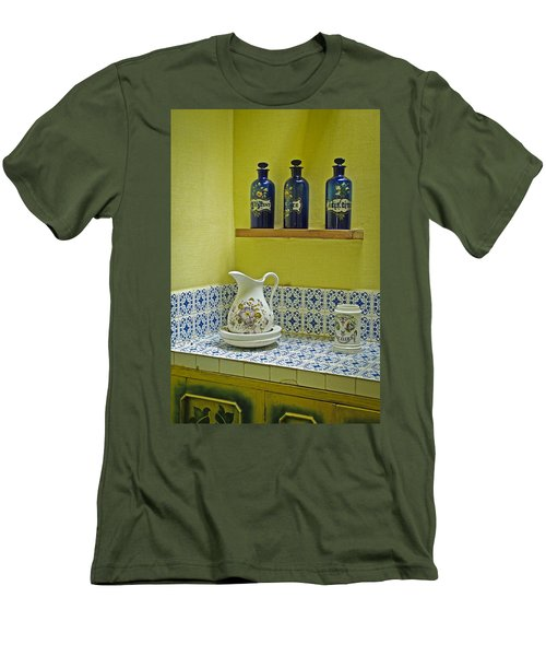 Vintage Bathroom Men's T-Shirt (Athletic Fit)