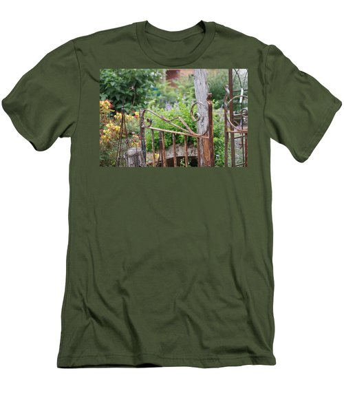 Vintage Gate Men's T-Shirt (Athletic Fit)