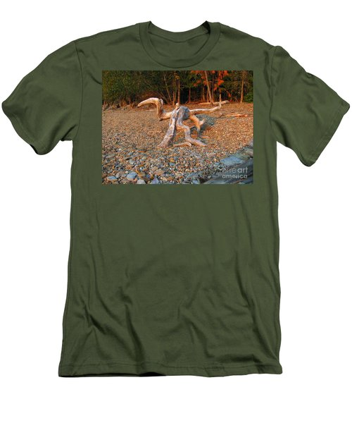 Walking On The Beach Men's T-Shirt (Slim Fit) by Leone Lund
