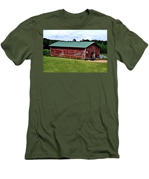 Westminster Stable Men's T-Shirt (Slim Fit) by Tara Potts