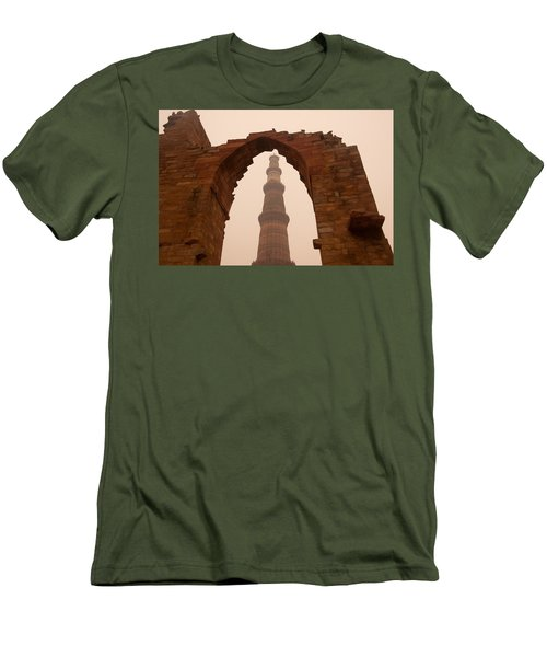 Cross Section Of The Qutub Minar Framed Within An Archway In Foggy Weather Men's T-Shirt (Athletic Fit)